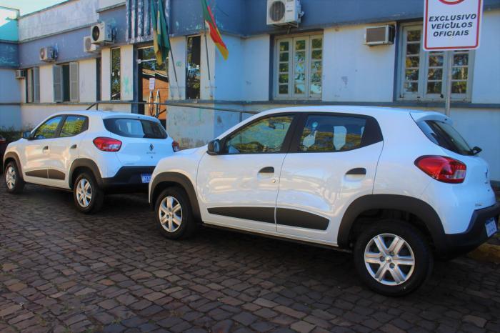 Administração entrega dois veículos para a Saúde